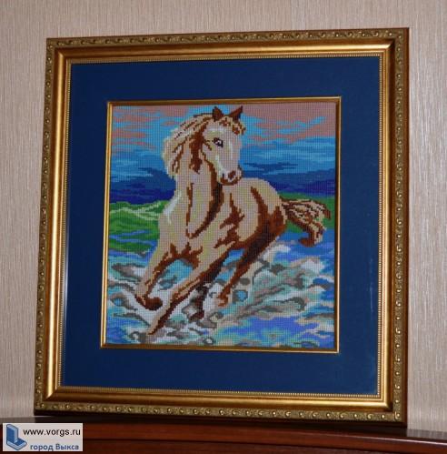 Картина из бисера, сплетенная единым полотном, а не вышитая бисером.  Размер картины 45х43.  Полностью.