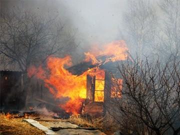 Двое детей и двое взрослых погибли в огне в п. Досчатом