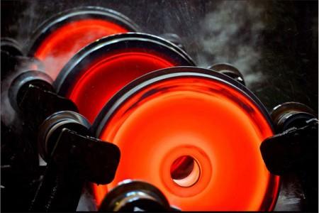ОМК и РЖД продлили долгосрочный контракт на поставку железнодорожных колес до 2015 года