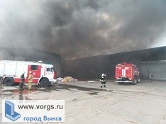 В Малиновке загорелся склад с пиломатериалами
