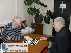 В Выксе пенсионеры поучаствовали в соревнованиях по домино и шашкам