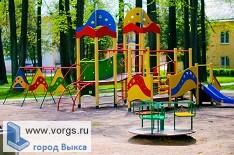 В микрорайоне Юбилейный устанавливают детский комплекс