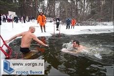В Выксе прешел массовый заплыв любителей зимнего плавания